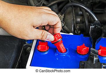 kontrollieren, destilliert, wasser, wasserwaage, in, batterie, von, a, auto