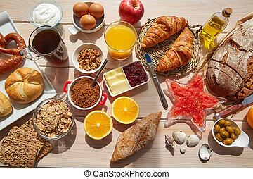 kontynentalne śniadanie, kawa, bufet