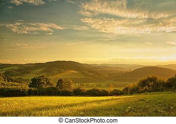 kopcovitý, západ slunce, nad, krajina