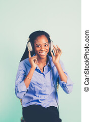 kopf, frau, retro, verdrahtet, phones., junger, afrikanisch,...