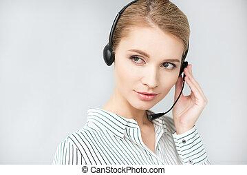 kopfhörer, zentrieren, junger, grau, freigestellt, rufen, bediener, porträt