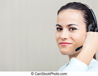 kopfhörer, zentrieren, rufen, weiblicher angestellter, gebrauchend
