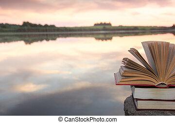 kopie, school., natuur, ruimte, hemel, back, tegen, vaag, achtergrond., boekjes , ondergaande zon , light., hardback, achtergrond, stapel, opleiding, opengeslagen boek, landscape