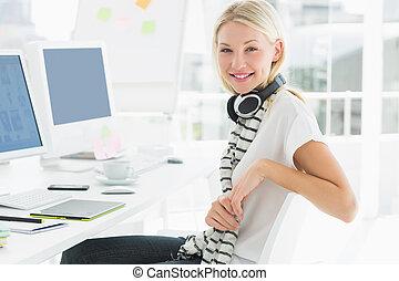 koptelefoon, bureau, kantoor, ongedwongen, vrouw, computer