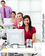 koptelefoon, het glimlachen, zakelijk, werkende mensen