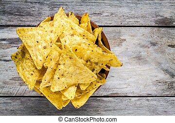 koren, nachos, frites, kom