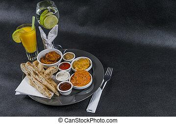 korma, tikka, sauces, pain, masala, plaque, gris, ensemble, citron, naan, pilau, quatre, indien, oriental, jus, eau, riz, oeuf poulet, doux