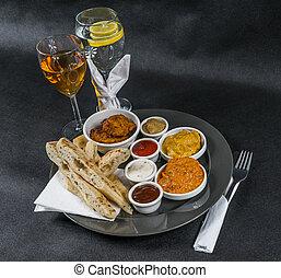 korma, tikka, sauces, pain, plaque, gris, ensemble, citron, naan, eau, pilau, quatre, indien, oriental, masala, doux, vin, riz, oeuf poulet, blanc