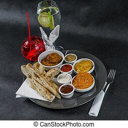 korma, tikka, sauces, pain, plaque, gris, ensemble, citron, naan, pilau, eau, indien, oriental, masala, boisson, riz, poulet, doux, oeuf, quatre