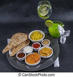 korma, tikka, sauces, pain, plaque, gris, ensemble, naan, pilau, eau, indien, oriental, masala, boisson, riz, poulet, quatre