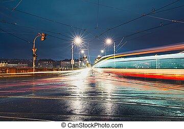 korsvej, ind, regnfuld nat