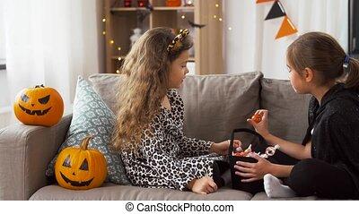 kostüme, daheim, mädels, süßigkeiten, halloween