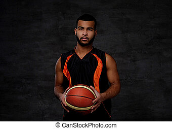 koszykówka, afrykańska-amerikanka, na, odizolowany, młody, ciemny, gracz, tło., ubranie sportowe