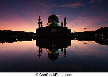 Kota Kinabalu mosque at dawn in Sabah, Borneo, Malaysia