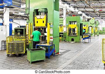 kov, továrna