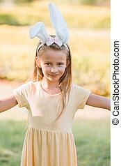 królik, wielkanoc, mały, godny podziwu, kłosie, chodząc, dziewczyna