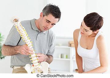 kręgarz, patrząc, pacjent, wzór, kręgosłup