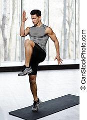 kracht, passen, atletisch, groot, op, vrijstaand, achtergrond., venster, gym, sportkleding, knie, model, mannelijke , oefening