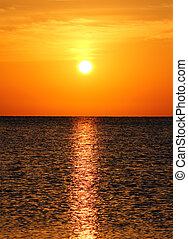 krajina, s, východ slunce, nad, moře