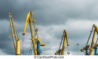 kranen, werken, in, de, porto, bewolkte dag
