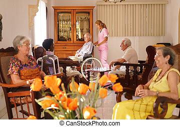 krankenschwester, anschieben, alter mann, auf, rollstuhl, in, pflegeheim