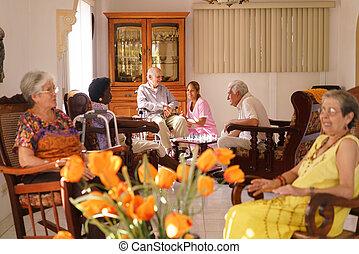 krankenschwester, besuchen, alter mann, auf, rollstuhl, in, pflegeheim