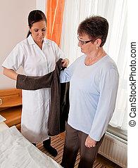 krankenschwester, in, antikisiert, sorgfalt