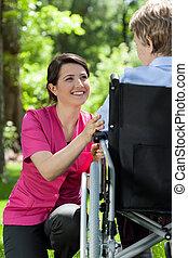 krankenschwester, sorgfalt, ein, ältere frau