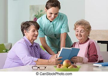 krankenschwester, und, ältere frauen