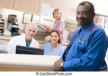 krankenschwestern, krankenhaus- doktoren, empfangsbereich
