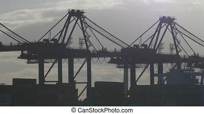 kranservice, in, porto , laden, schiffe