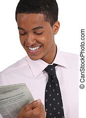 krant, lezende , jonge man
