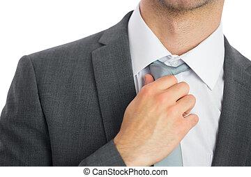 krawat, biznesmen, regulując, do góry szczelnie