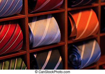 krawaty, ruina