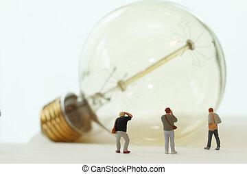 kreative, ide, begreb, -, miniature, fotograf, hos, vinhøst, lys pære, på, åbn, avis, notesbog
