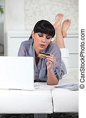 krediet, vrouw, aankoop, kaart, online