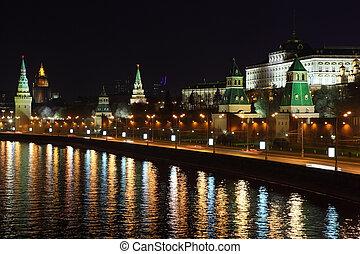Kremlin quay at night