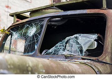 krig, lastbil, med, bruten, vindruta, glas, utomhus