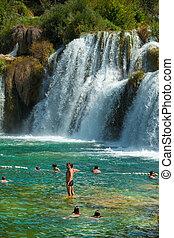 krka, nationalpark, kroatien, -, jul, 28:, touristen, schwimmender, in, a, fluß, auf, juli, 28, 2012, auf, krka, nationalpark, croatia., eins, von, meisten, berühmt, kroatisch, tourist, attraction.