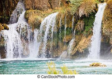 krka, sibenik, kroatien, -, watrefall, spume, sprühen, in, a, kaskade, an, krka, nationalpark