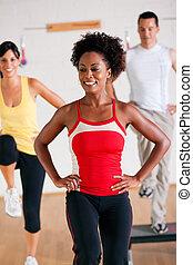 krok, trening, instruktor, sala gimnastyczna