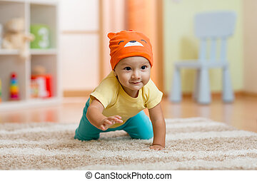 kruipen, baby jongen, thuis, op, vloer