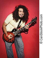krullend, vreugde, guitarist, langharige, lachen, innige, spelend