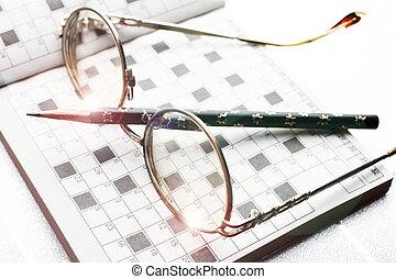 krzyżówka, okular, ołówek