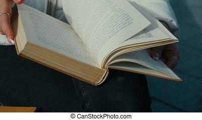 książka, trzepnięcie, wiatr, strona