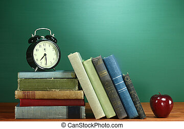 książki, szkoła kasetka, jabłko, zegar