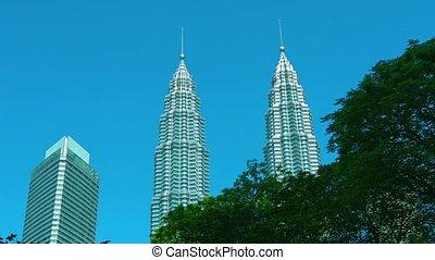 Kuala Lumpur's Iconic Petronas Twin Towers - 1080p video -...