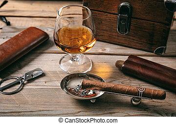 kubanische, hölzern, zigarre, glas, weinbrandt, kognak, hintergrund