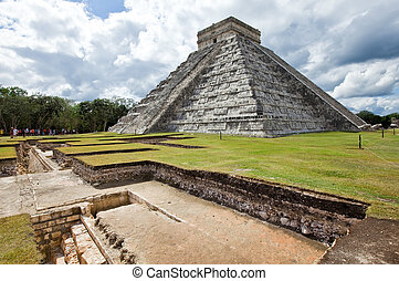 Kukulkan Pyramid in Chichen Itza on the Yucatan, Mexico