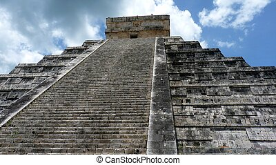 Kukulkan pyramid in Chichen Itza